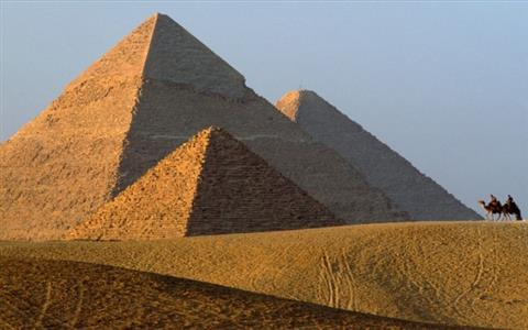 Day Tour to Pyramids & Nile Felucca Excursion